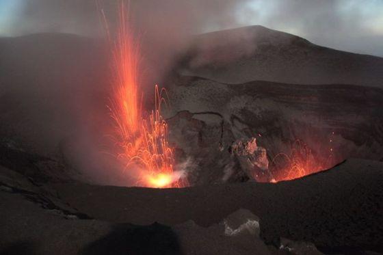 Mt Yasur erupting: Tanna, Vanuatu