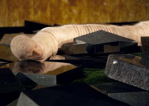 Zelfportret, als grootste worm van de wereld, 2008, Jan Fabre