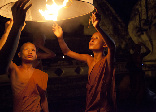 Wat Chedi Luang - young monks during Yee Peng: Chiang Mai, Thailand