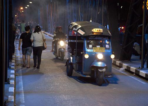 Yi Peng Iron Bridge Taxi