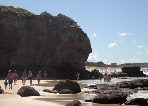 Caves along the beach: Caves Beach, Australia