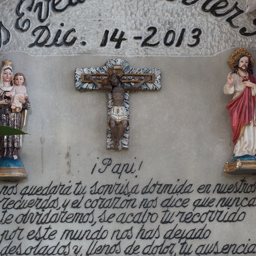 Plaque in Spanish at a cemetery in Salamina, Colombia